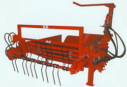 Bale Unwinders And Spreaders