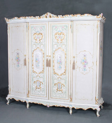 Antique reproduction french bedroom furniture from filiphs for Reproduction bedroom furniture
